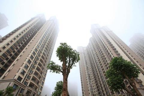 """时隔1年,高层再度表态房价走向,6月起,楼市或迎来""""瓢泼大雨"""""""