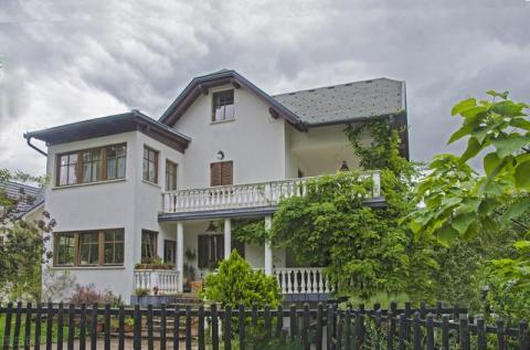 1200万卖掉深圳2套房,回老家建3层别墅,坐收利息50万养老