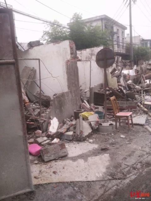 上海一汽车出租公司被一夜强拆?房屋征收事务所:系政府收储 对方产权尚未过户