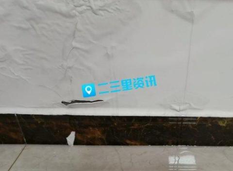 """庆阳市福景家园小区雨天漏水业主家变""""水帘洞"""",房屋维修成难题"""