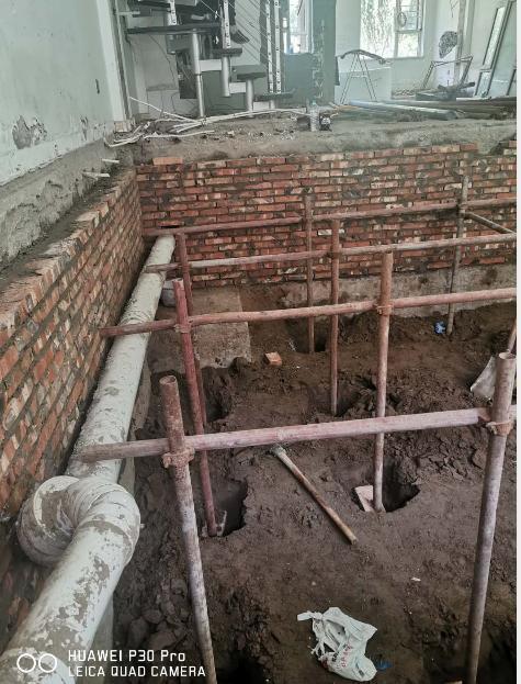 调查丨银川一别墅区一楼住户,挖开客厅建地下室