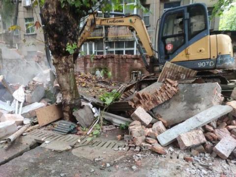 双创进行时 贵溪市花园街道拆除违章建筑 助力城市双创